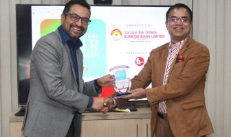 Biswas-Dhakal-presents-award-to-Surise-Bank-CEO